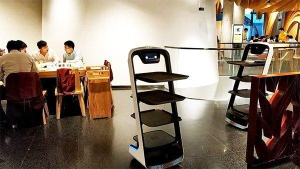 巴奴火锅店引用送餐机器人