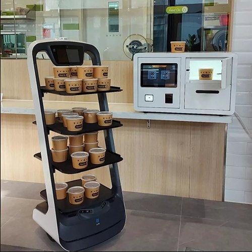 智慧餐厅的送餐机器人