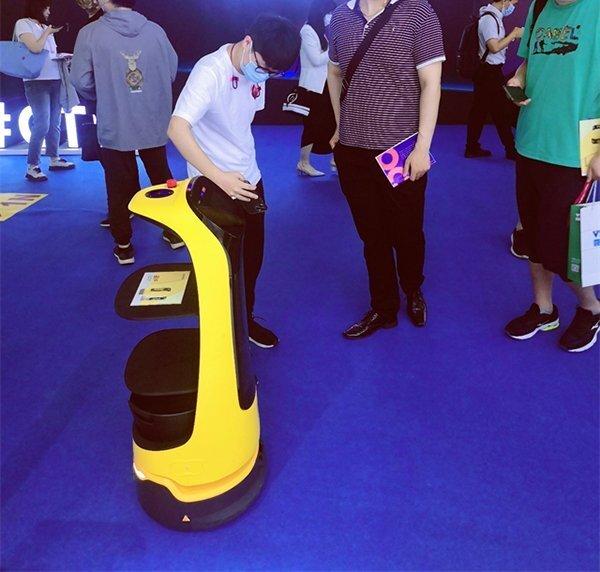 普渡送餐机器人亮相消费者科技及创新展览会