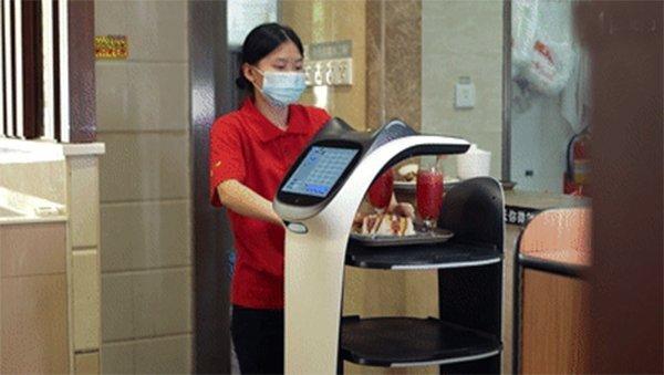 普渡送餐机器人